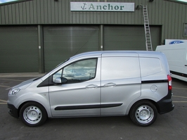 Ford Transit Courier YF64 SHZ